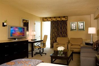 Photo of guestrooms at Doubletree Hotel Jfk Airport
