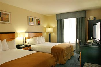 Photo of guestrooms at Holiday Inn Express Kennedy Airport